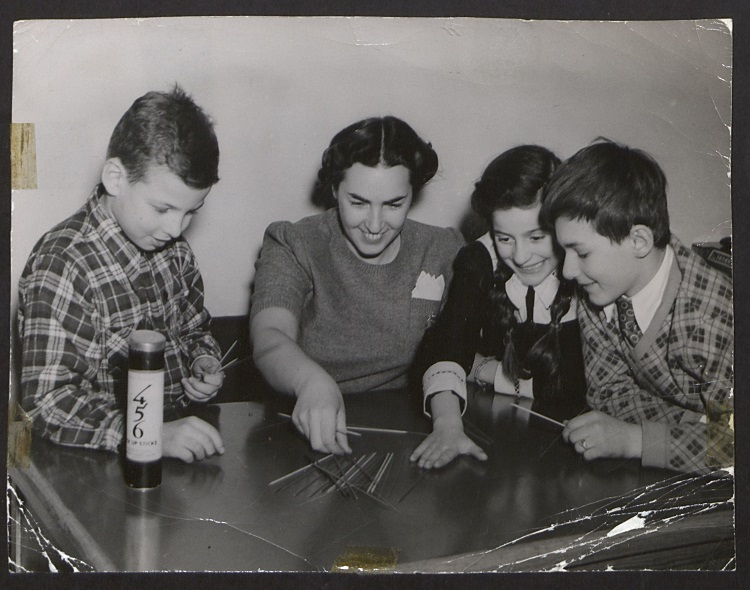 Greta-Fischer-playing-with-child-survivors-at-Kloster-Indersdorf-1945